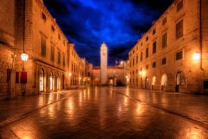Stradum ou calçadão da cidade murada em Dubrovnik, Croácia.
